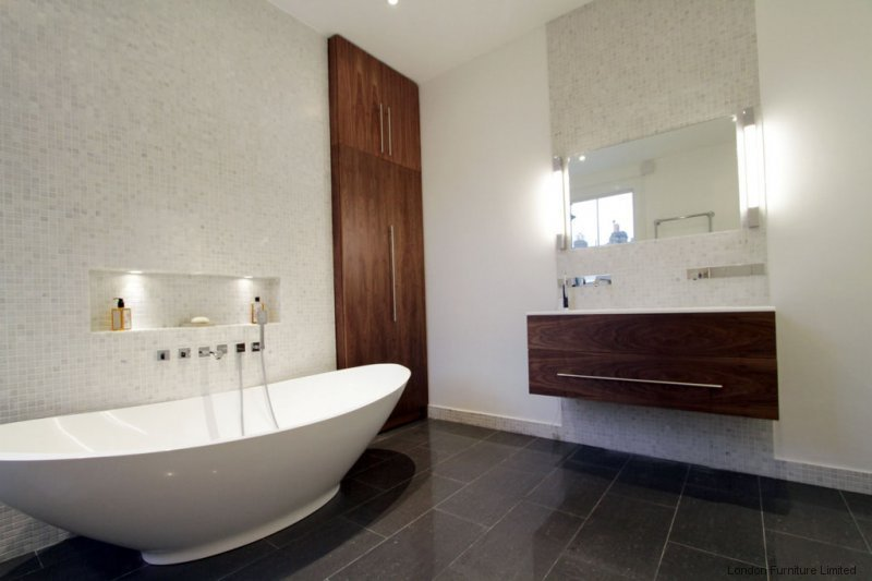 Fitted bathroom furniture in london bespoke bathroom for Bathroom furniture design ideas